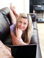 Não trabalhe durante muito tempo com o seu laptop no sofá.